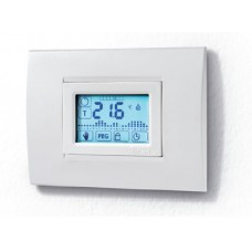 1C5190030007, Комнатный цифровой термостат с недельным таймером; сенсорный экран; питание 3В DС; 1СО 5А; монтаж в настенные коробки (3-модуля) с использованием стандартного обрамления; цвет белый ; упаковка 5 шт.