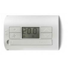 1T3190030000, Комнатный термостат; питание 3В DС; 1СО 5А; монтаж на стену; кнопки ВКЛ/ВЫКЛ, ЛЕТО/ЗИМА; дисплей; цвет белый